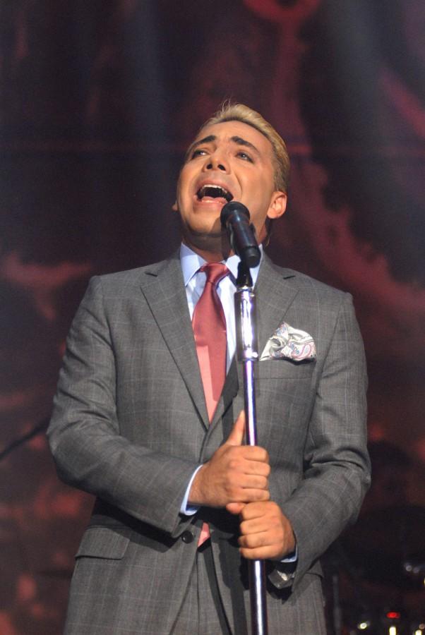 Cristian Castro cantando Corona de Lagrimas