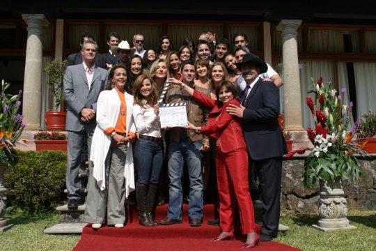 Fotos y Trailer de la telenovela Vuélveme a querer