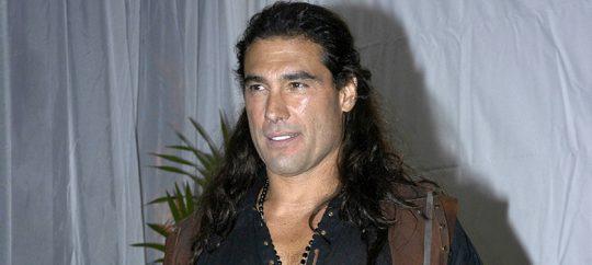 Emilio Larrosa mofandose de Corazón Salvaje (Juan del Diablo)