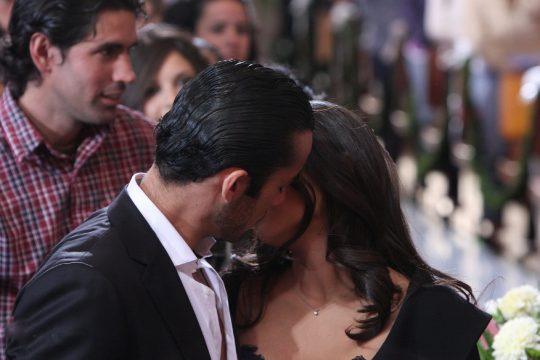 Teresa: Beso entre Mariano y Aurora