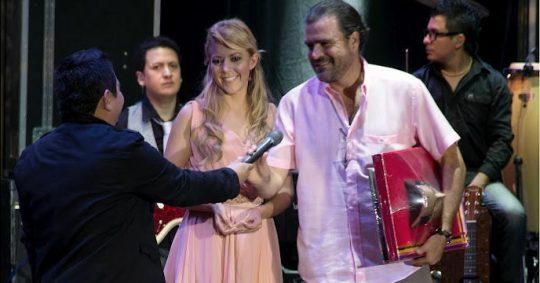 Fernanda Castillo y Carlos Macías – Mil vidas