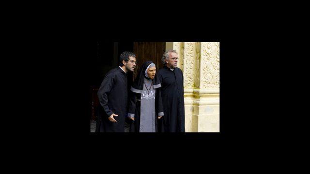 Belinda de monja y Poncho Herrera de sacerdote