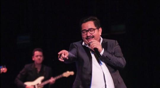 Carlos Macías – Con esa boquita (Letra y Audio)