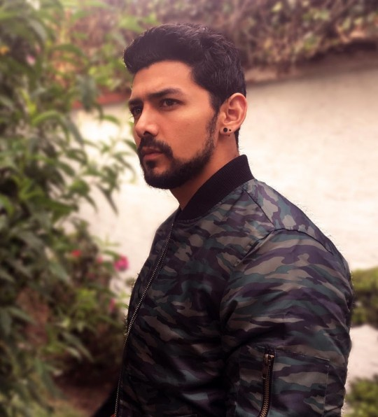 Miguel Martinez – Al Natural (Videoclip oficial y Letra)