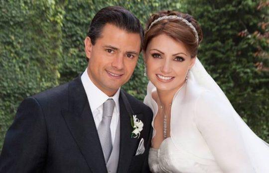 Foto de Angélica Rivera con su vestido de novia
