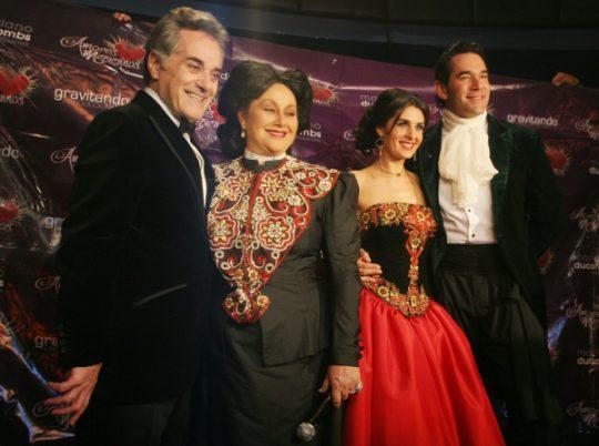 Obra de teatro Amores mexicanos con Eduardo Santamarina y Mayrín Villanueva