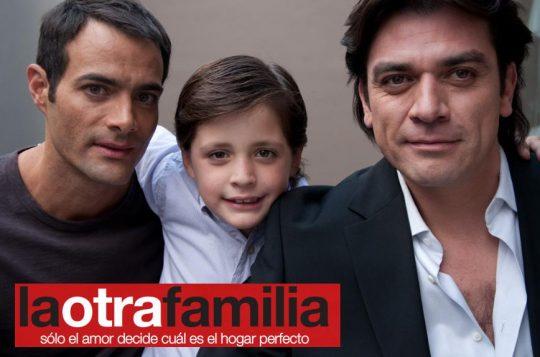 Trailer de La otra familia, película protagonizada por Jorge Salinas y Luis Roberto Guzmán