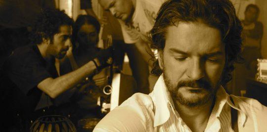 Edith González y Daniel Arenas en la película Poquita ropa